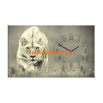 Настенные часы на холсте «Львица»
